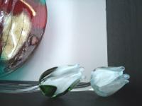 gedenkobjecten- witte tulpen van glas