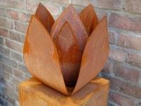 tulp urn exclusief cortenstaal buiten