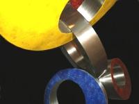 gedenkteken modern beeld metaal ringen