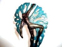 kleine urn met boom en mens