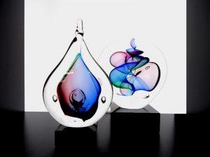 kleine urnen druppels glas