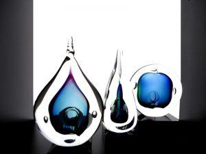 mini urnen met druppels glas