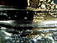 glazen urnen met druppels