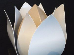moderne urnen metaal bijzonder tulp roos