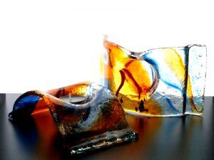gedenklichtjes in modern gekleurd glas
