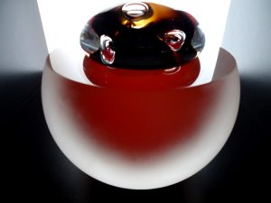 kleine moderne urnen van glas