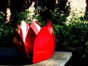 urnen staal modern tulp roos