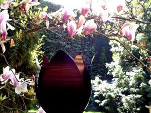 bijzondere urnen metaal tulp exclusief voor tuin
