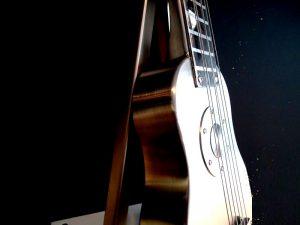 kleine bijzondere moderne urn rvs gitaar