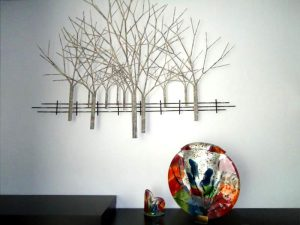 gedenkobjecten glas urn groot bomen metaal